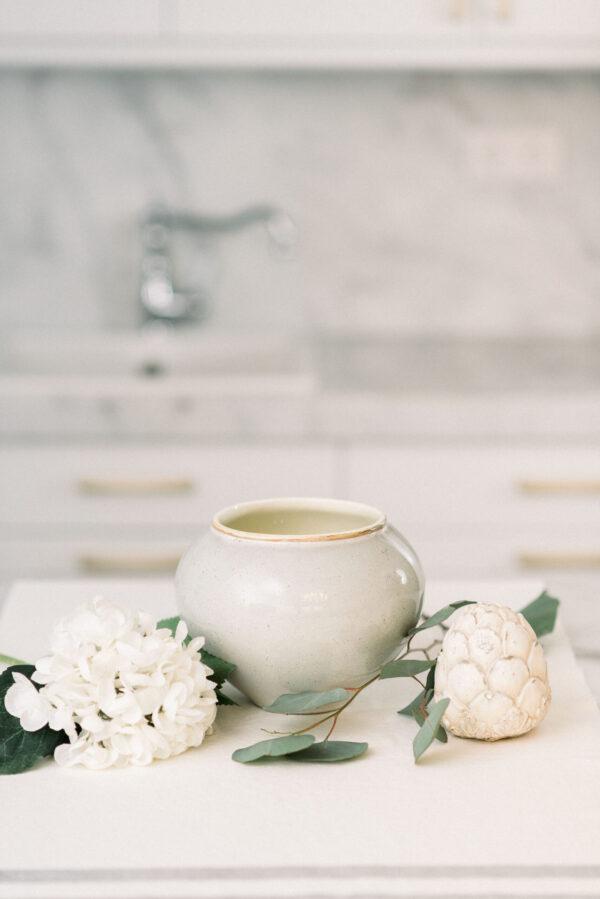 krémszínű kerámia váza
