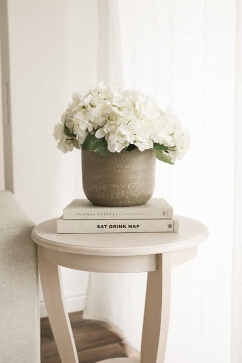 barna textúrált váza
