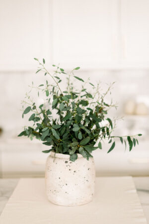 fehér kőhatású váza